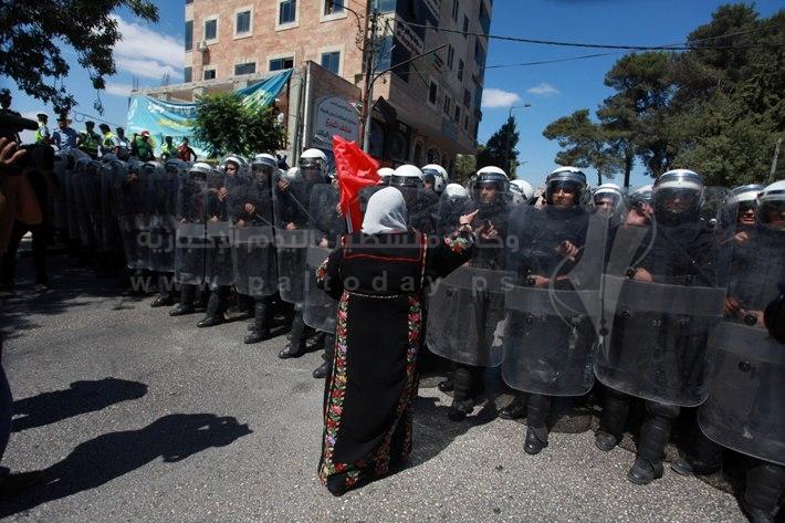 مسيرة ضد المفاوضات