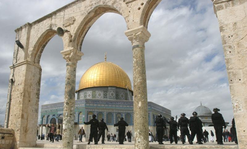 الاحتلال يستخدم مواد كيماوية تفتت أساسات المسجد الأقصى