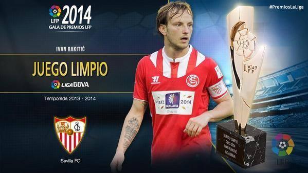 جائزة اللاعب المثالي ( للعب النظيف ) ايفان راكيتيتش لاعب اشبيلية السابق و برشلونة حالياً .