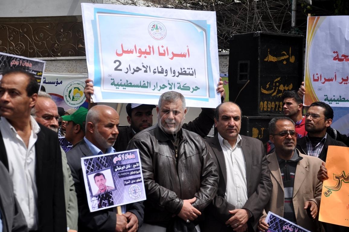 بالصورمسيرة للفصائل بغزة إحياءً ليوم الاسير (61426916) 