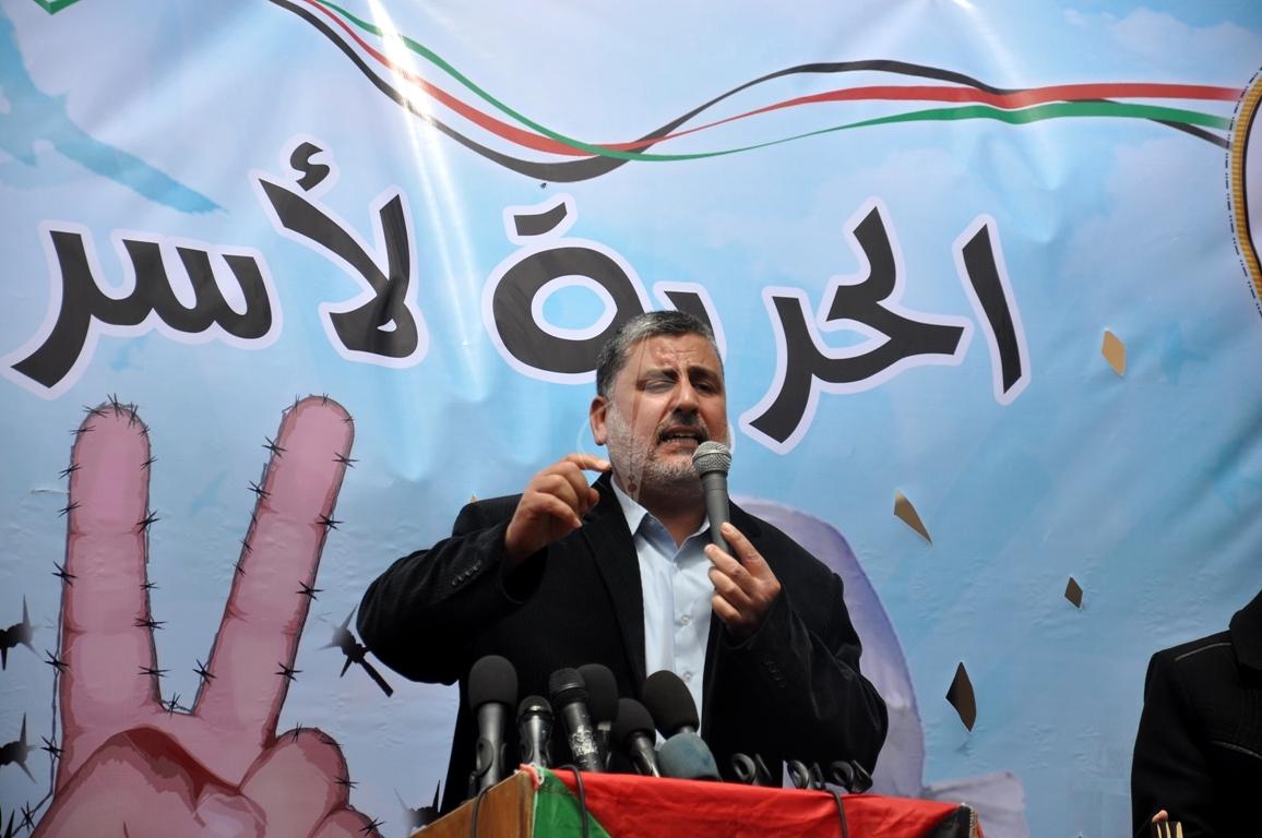 بالصورمسيرة للفصائل بغزة إحياءً ليوم الاسير (61426917) 