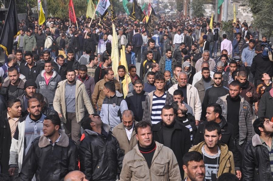 بالصور:جماهير شعبنا تشيع جثمان الشهيدين الزعانين شمال قطاع غزة