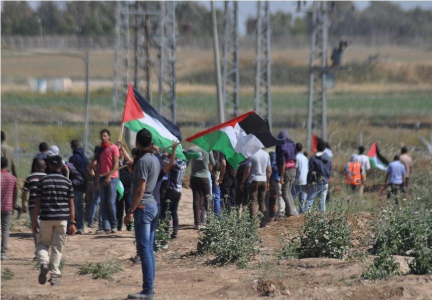 بالصور:مواجهات مع قوات الاحتلال شرق غزة بالقرب من موقع ناحل العوز
