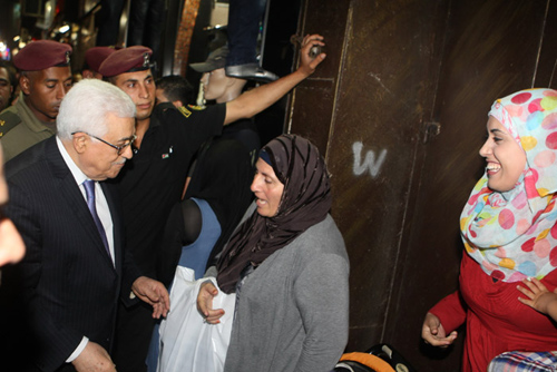 عباس يتجول