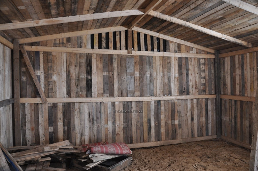 صناعة البيوت الخشبية