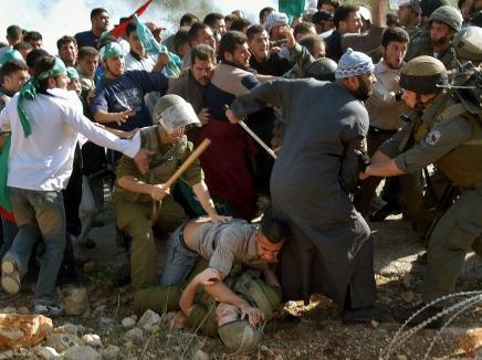صورة لضرب جندي