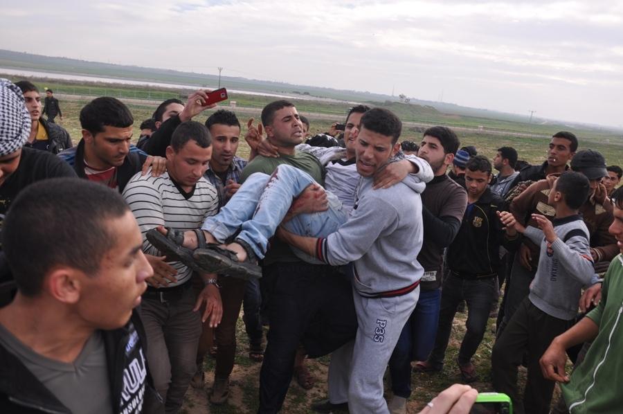 بالصور:اصابة عدد من المواطنين في مواجهات مع قوات الاحتلال شرق غزة