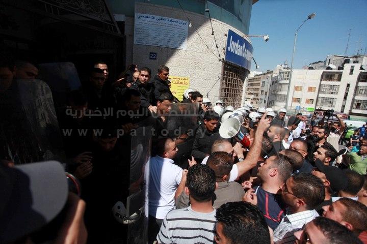 اقتحام قناة الجزيرة