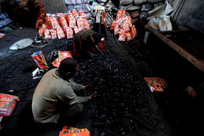 صناعة الفحم بغزة