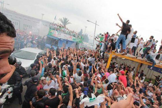 إستقبال رسمي وشعبي لنجوم الجزائر بعد إنجازهم التاريخي