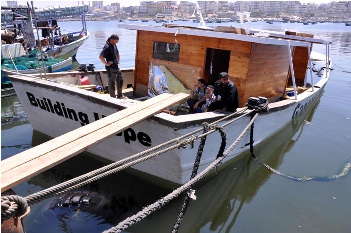 تفجير قارب
